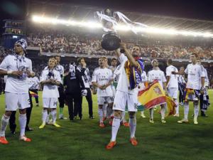 El Real Madrid CF celebra su 19ª Copa del Rey tras vencer al FC Barcelona en la final en Mestalla (16-04-2014)