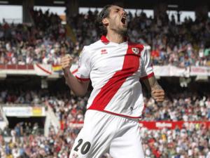 Larrivey celebra el tercer gol del Rayo frente al Betis | Estadio de Vallecas | 20-04-2014