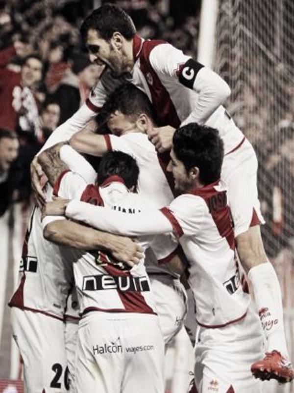 Los franjirrojos celebran uno de sus tres goles frente a los celestes (05-02-2014)