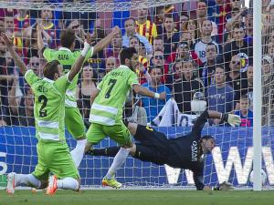 El sábado (03-04-2014), Lafita del Getafe CF empata (2-2) en el minuto 93 y deja al FC Barcelona fuera de la carrera por la liga, hasta el domingo (04/04/2014)