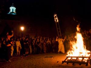 Hogueras de San Juan en el Parque de la Cornisa | Barrio de La latina de Madrid | Noche del 23 al 24 de junio