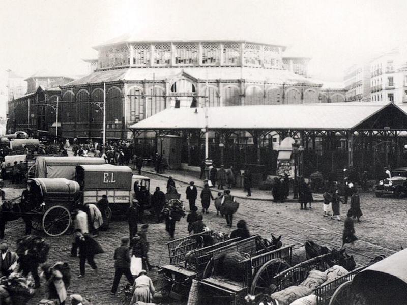 Vista del primitivo Mercado de la Cebada de Madrid a principios del siglo XX