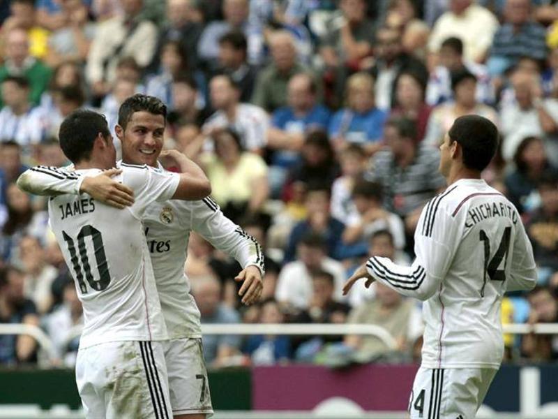 Cristiano Ronaldo celebra con James y Chicharito su triplete frente al Deportivo (20-09-2014