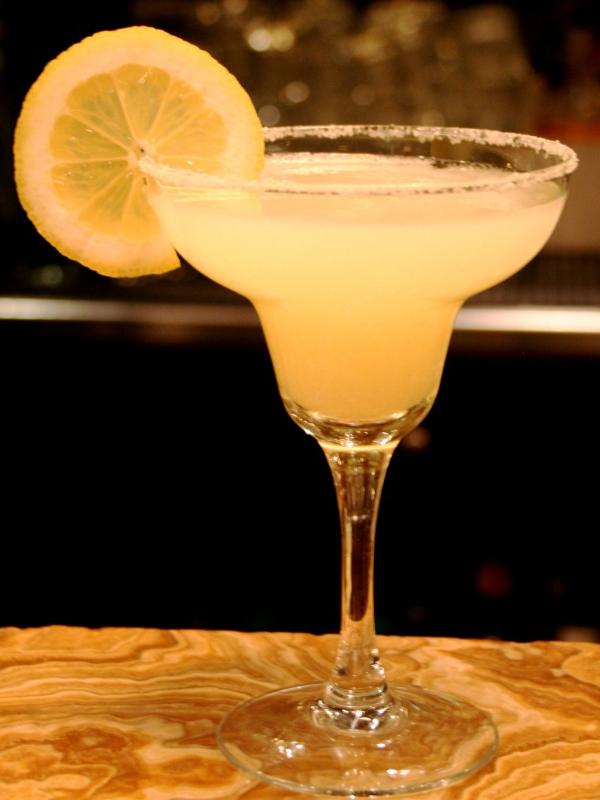 Se dice que el cóctel Margarita lleva ese nombre por Margarita Carmen Cansino, más conocida como Rita Hayworth