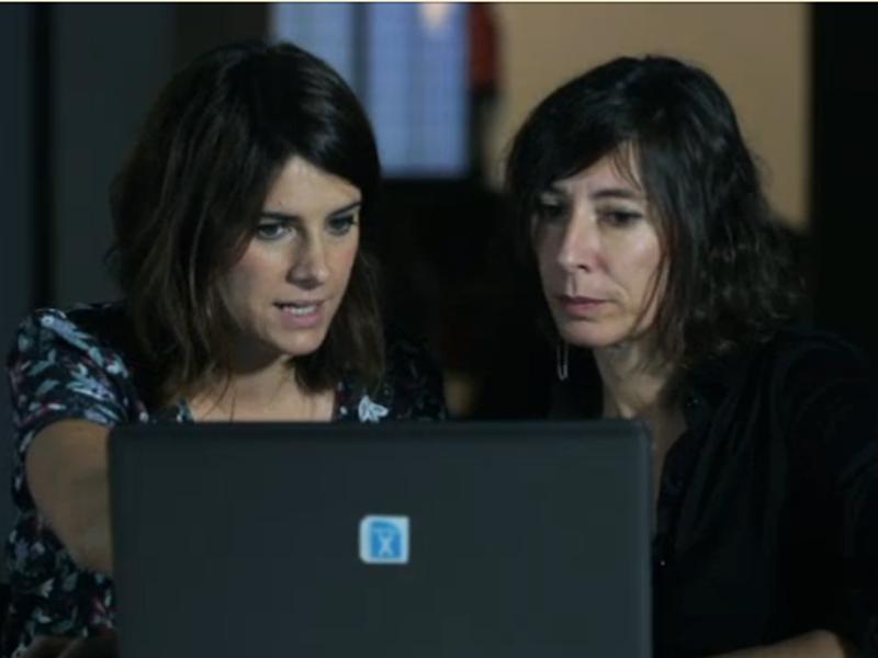 Ariadna Oltra y Simona Levi en la sede de X.Net durante la grabación del programa .CAT de TV3 el jueves 13 de noviembre de 2014