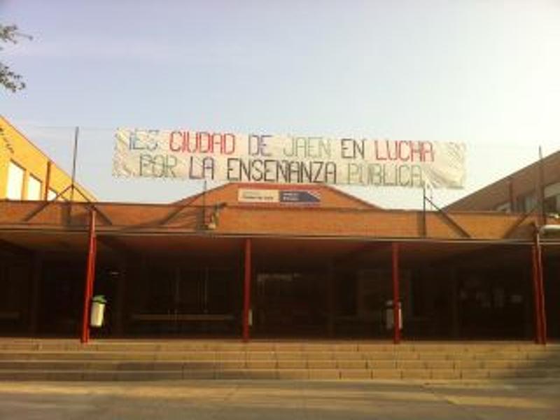 Pancarta | IES Ciudad de Jaén en lucha por la enseñanza pública | Usera - Madrid
