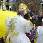 Ordenación 'Pequeño Nicolás' como Obispo de la Iglesia Patólica   'El Campo de Cebada'   Domingo 28 de diciembre de 2014   Sumo Pontífice Leo Bassi ordenando obispo al 'Pequeño Nicolás' voluntario forzoso