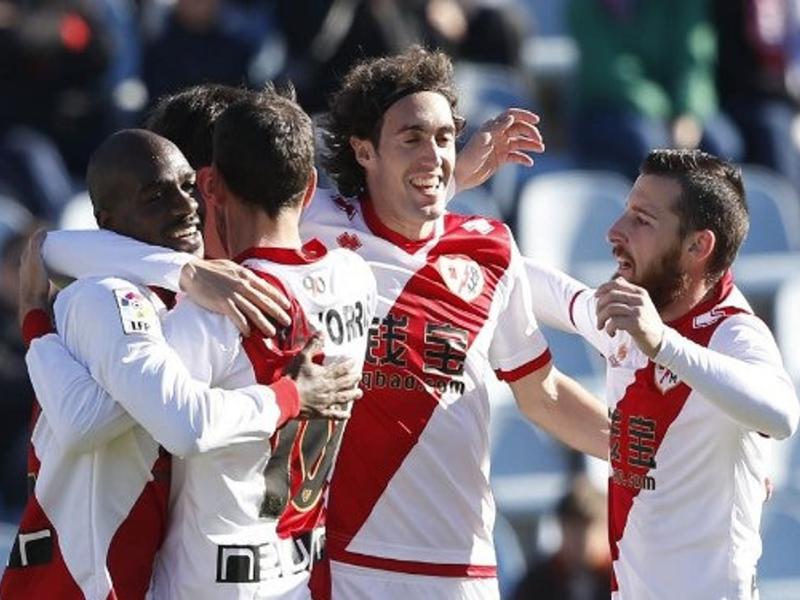 Jugadores del Rayo Vallecano celebran el gol de la victoria frente al Getafe (1-2) el domingo (04/01/2015)