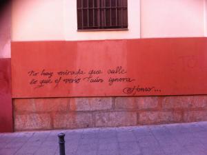 No hay mirada que calle lo que el verso aun ignora | Alonso | Graffitis de Madrid | Calle del Mesón de Paredes | Lavapiés | Diciembre 201No hay mirada que calle lo que el verso aun ignora | Alonso | Graffitis de Madrid | Calle del Mesón de Paredes | Lavapiés | Diciembre 2014