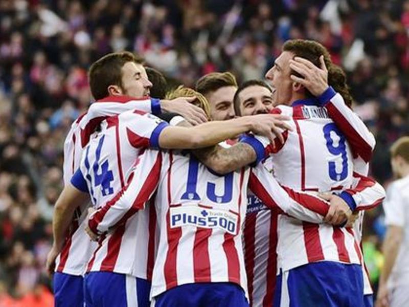 Jugadores del Atlético de Madrid celebrando su 4-0 ante el Real Madrid en el Vicente Calderón el sábado 7 de febrero de 2015