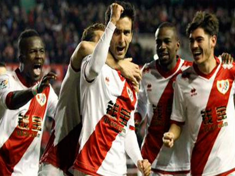 Jugadores del Rayo Vallecano celebran la victoria frente al Levante (3-1) del sábado 14 de marzo de 2015