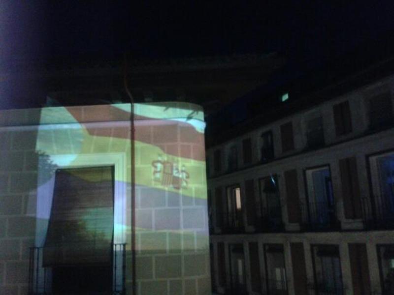 Bandera Segunda República Española | Proyección Vértice Curvo | Martes 14 de abril de 2015