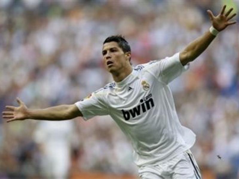 Cristiano Ronaldo marcó 5 de los 9 goles del Real Madrid frente al Granada en el Bernabéu el domingo (05-04-2015)