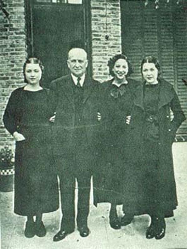 Francisco Largo Caballero con sus hijas a la salida de la Cárcel en 1935 | Foto: Portal UGT.org