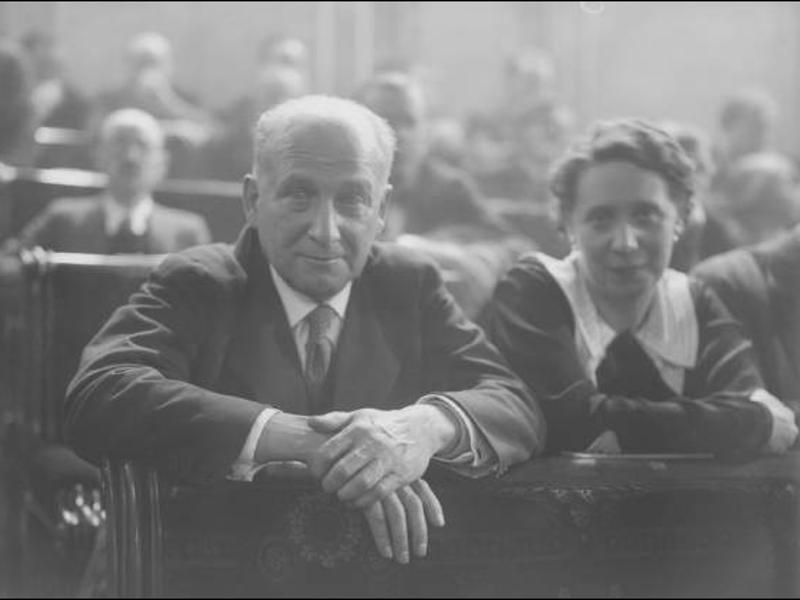 Francisco Largo Caballero y Margarita Nelken en sus escaños del Congreso el 19 de diciembre de 1933 | Foto: Luis Ramón Marín-Fundación Pablo Iglesias