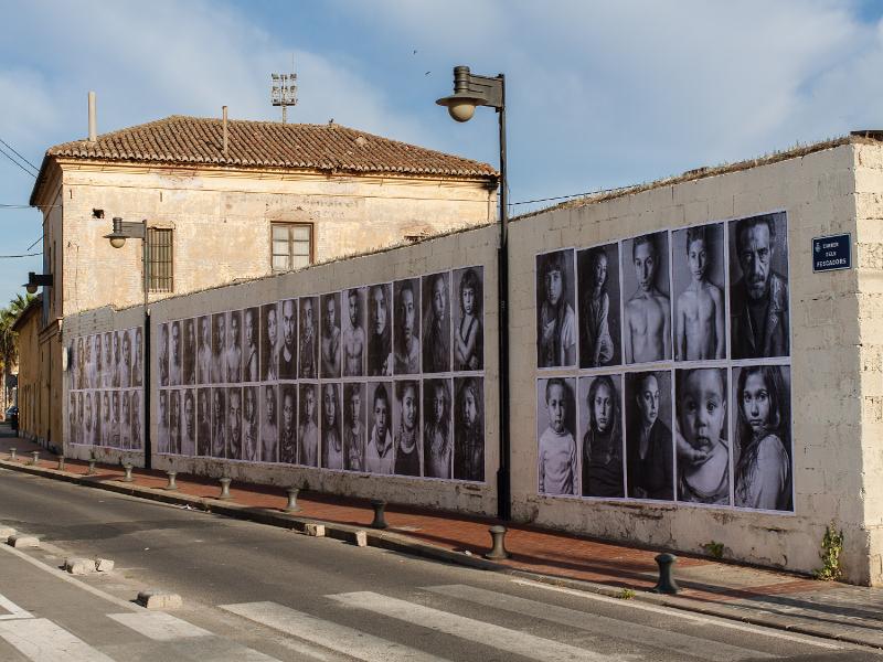 Muestra de Arte Urbano de Jorge López en el Cabanyal de Valencia censurada vandálicamente por el ayuntamiento de la alcaldesa Rita Barberá
