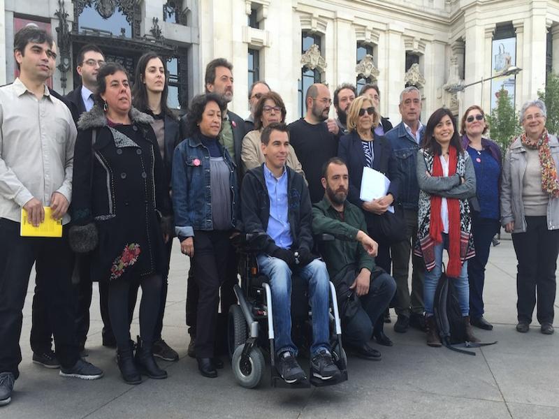 Manuela Carmena con los nuevos responsables del Ayuntamiento de Madrid (Junio 2015)