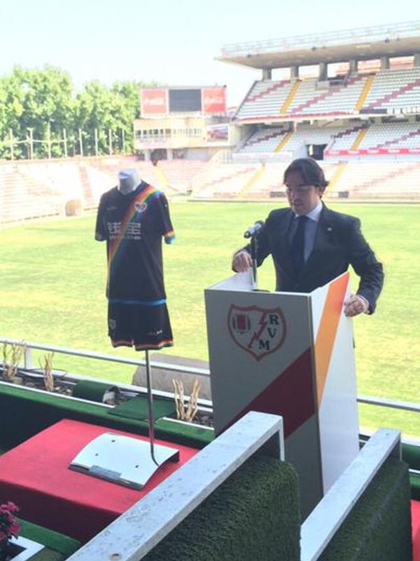 Raúl Martín Presa, presidente del Rayo Vallecano de Madrid, presentó las equipaciones del club para la Temporada 2015-2016 en el Campo de Fútbol de Vallecas (01-07-2015)