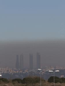 'Boina' de contaminación atmosférica en Madrid supera altura 'Cuatro Torres Business Area'