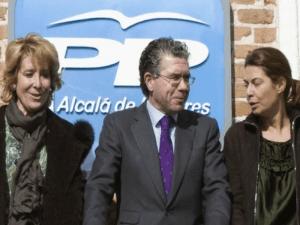 Esperanza Aguirre con Francisco Granados (encarcelado) y Lucía Figar (imputada)