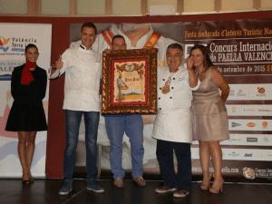 Julián García, del Restaurante L'Albufera Moraleja de Alcobendas, recoge Premio a la Mejor Paella del Mundo 2015 del 55º Concurso Internacional de Paella Valenciana de Sueca