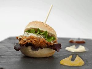 Tapa 'Mini hamburguesa de carne mechada' | Como vaca sin cencerro | Cuba - España | Tapa Estrella Damm Tapapiés 2015