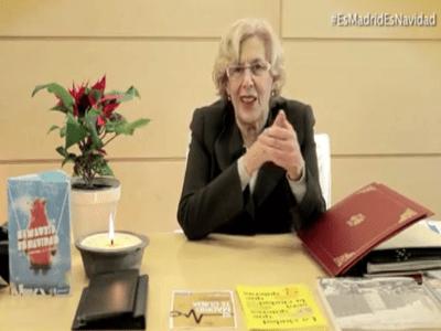 Fotograma vídeo Manuela Carmena, alcaldesa de Madrid, felicitación Navidad 2015 y Año Nuevo 2016