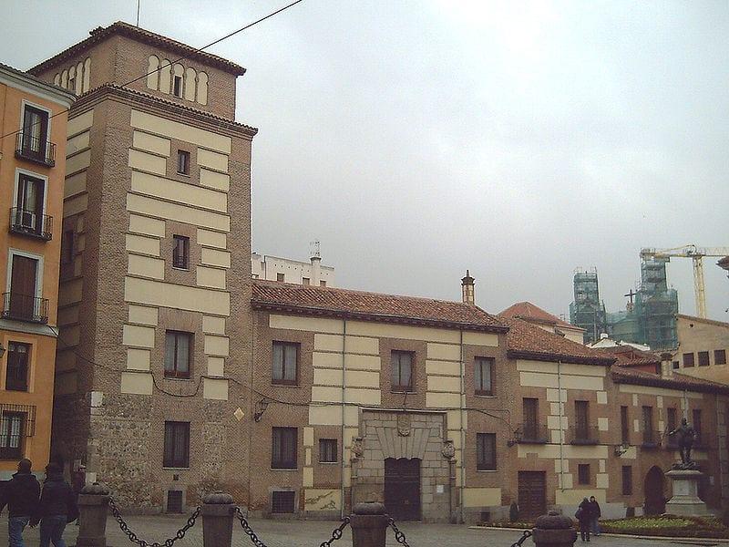 Plaza de la villa centro madrid de los austrias for Casa la villa