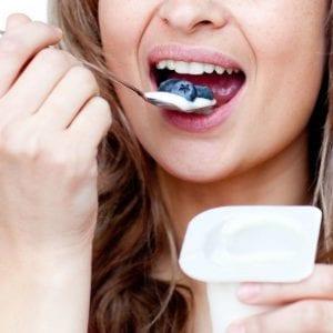 Vitamina C, vitamina K, fibra y antioxidantes son las principales aportaciones de los arándanos | Nutrición sin más