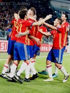Jugadores de la Selección Española de Fútbol celebran el gol de Vitolo frente a Italia | 06/10/2016 | Foto- C. Rubio/RFEF