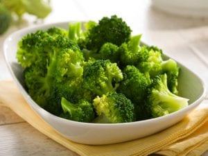 El brócoli es una verdura crucífera que puede disminuir de forma notable el riesgo de padecer cáncer | Nutrición Sin Más