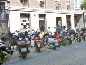 Campaña de información y sensibilización sobre aparcamiento de motos en Centro | Ayuntamiento de Madrid | Calle de Hortaleza
