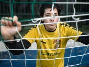Torneo '17 Goles' | Jugador de Dragones de Lavapiés entrenando | Centro Deportivo Municipal La Chopera del parque del Retiro | Madrid | Foto Jesús Gabaldón/El País