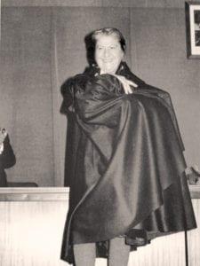 Gloria Fuertes | Poeta y escritora | Madrid 1917-1998 | Con capa en los años 70
