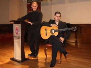 Dúo Versonante pasea la obra de Gloria Fuertes en concierto | 'Poeta de Guardia. Homenaje a Gloria Fuertes' | Pedro Morallón y Adrián Fernández