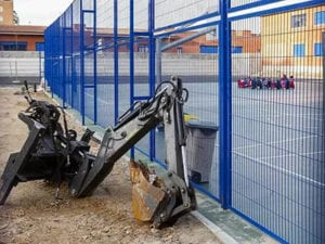 AMPA del CEIP Cortes de Cádiz denuncia abandono obras por parte de Obras Hergon SAU | Máquinas abandonadas